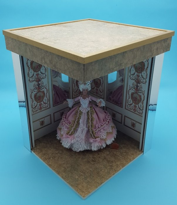 Mini Hall of Mirrors w/Chandeli - Click Image to Close