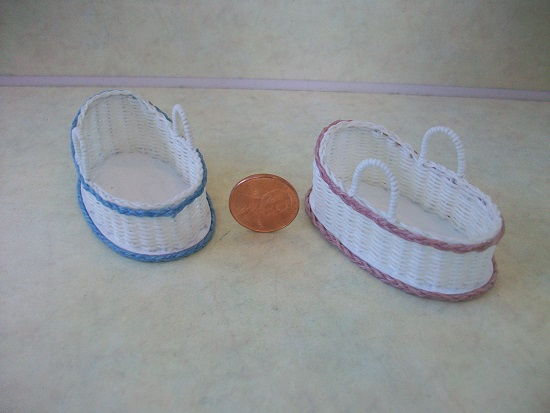 Closed Weave White Moses Basket