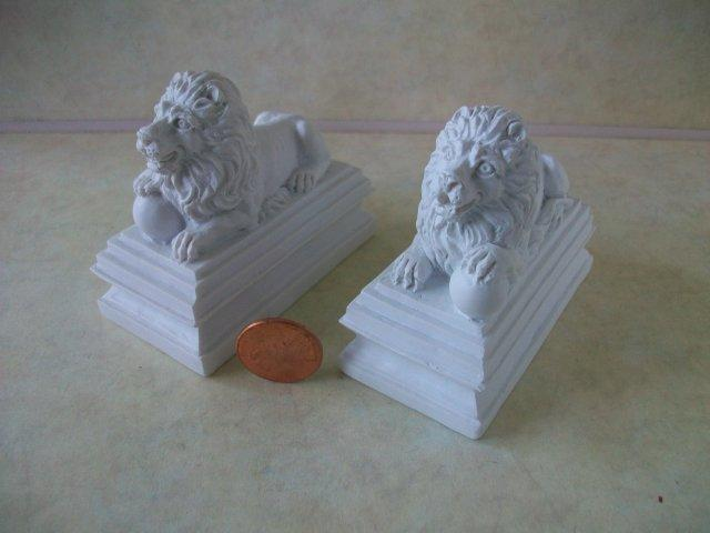 Lion Entrance Statues, 1 pair